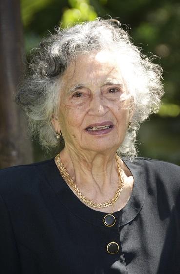 Elvira Veloso
